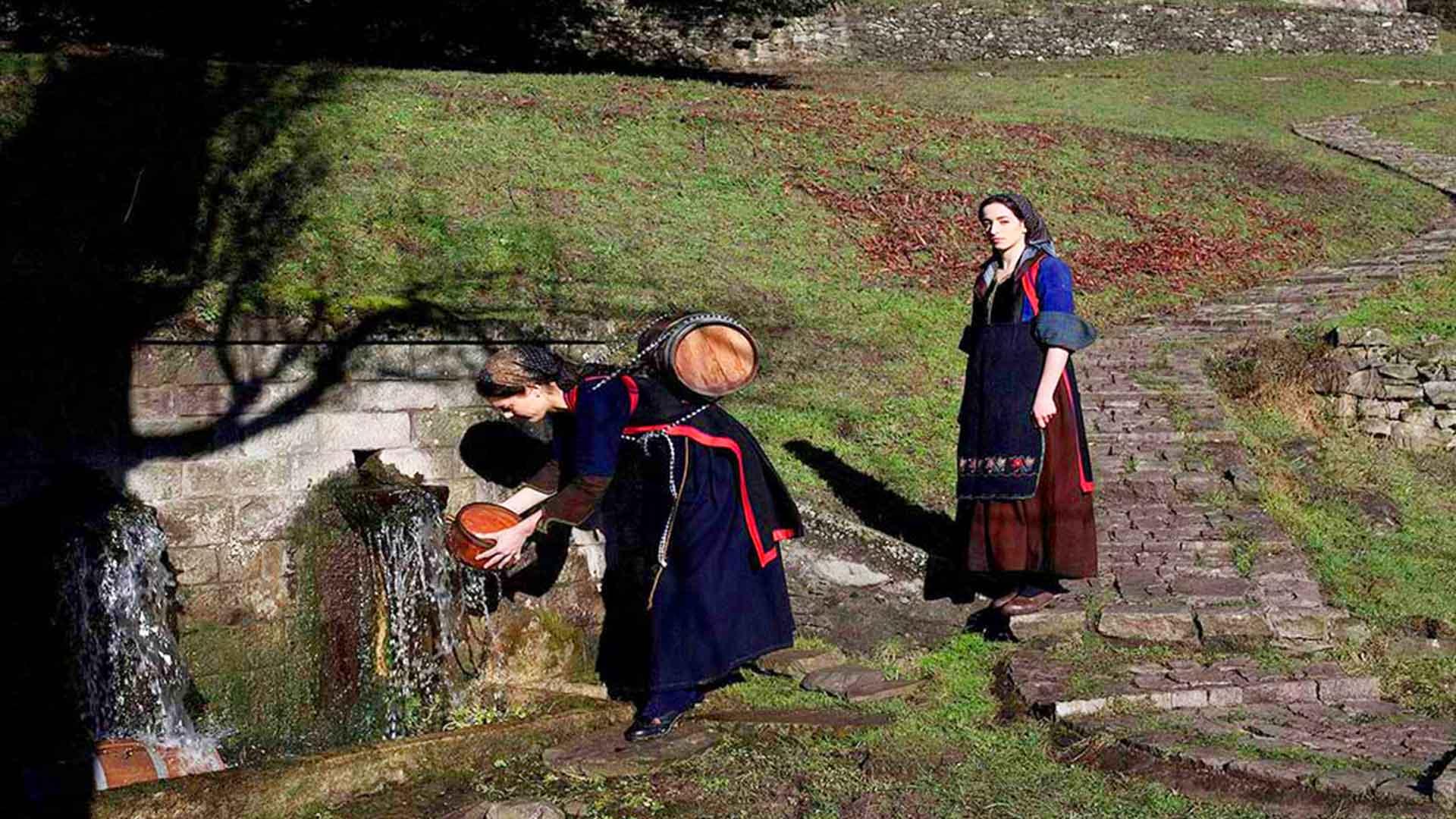 Παραδοσιακές βρύσες που σφύζουν από πέτρα